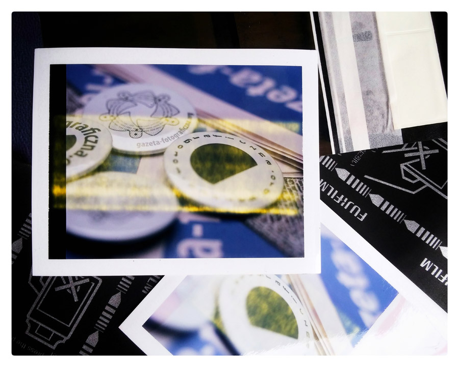 magazyn fotograficzny - gazeta-fotograficzna - snapseed - Adam-Mikosz - polaroid - fuji fp-100 - Sinar - button - przypinka